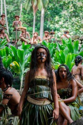 Le festival est le moment où les marquisiens partagent leur culture. Chaque île prépare durant son spectacle et les habitants sont tous concernés: personnes âgées, parents, enfants…