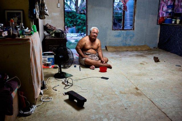 À Kavatoetoe, Tomasi Tutasi, 64ans, se souvient de la première fois où il a vu de l'eau entrer dans sa maison. C'était en 1972 lors du cyclone Bebe. Depuis dix ans, ces inondations se produisent plusieurs fois par an.