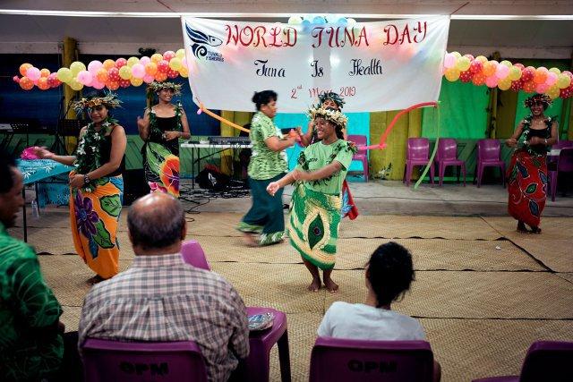 Chaque année, en mai, Funafuti célèbre la Journée mondiale du thon. La région concentre les plus gros stocks de la planète. La vente de permis de pêche à des flottes étrangères est la principale activité économique de Tuvalu.