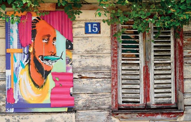 Floro Bahbou, contreplaqué vissé sur de vieilles cases à Fort-de-France - Martinique.