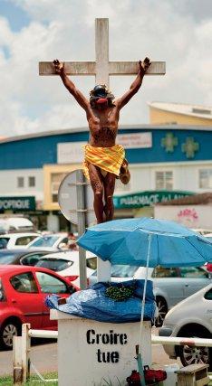 ▲Collectif Tsuna Club, rond-point de Rivière Salée, Martinique.