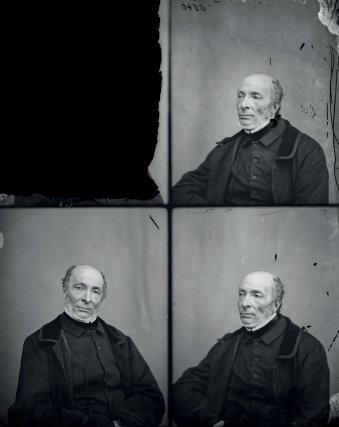 Victor Schœlcher dans l'atelier photo de Felix Nadar, fin XIXesiècle.  Charenton-le-Pont, Médiathèque de l'Architecture et du Patrimoine.