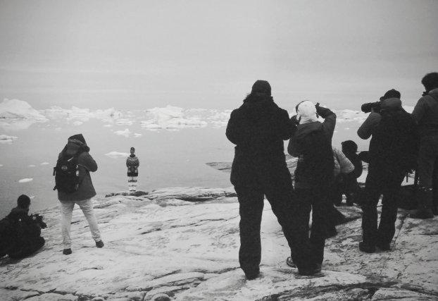 Touristes en pleine prise de vue. Groenland.