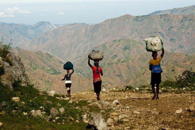 <br/><br/><br/><br/><br/><br/><br/><br/><br/><span class='ubuntu moyen'><b>Une collection consacrée à Haïti,<br/>Des digigraphies signées par Guillaume Aubertin, Paul-Marin Talbot et Pierre-Olivier Jay</b></br> <a href='http://www.une-saison-en-guyane.com/digigraphie/photographes/ayiti-la-bel/'>Accéder à la collection