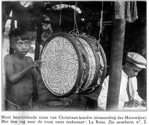 Tambour traditionnel à Galibi au début du XXesiècle.
