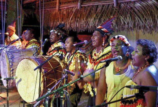 Le groupe Ayawande, du nom du village kali'na de la crique Coswine, lors de la Nuit du Sanpula2018