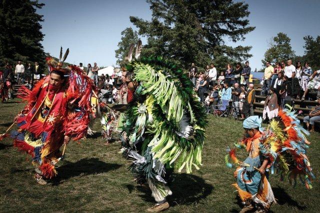 Le pow wow a lieu pendant deux jours au mois de septembre à Wemotaci. C'est la plus grande fête culturelle de l'année, avec des danses, des célébrations, et des délégations amérindiennes de l'exterieur invitées à participer.