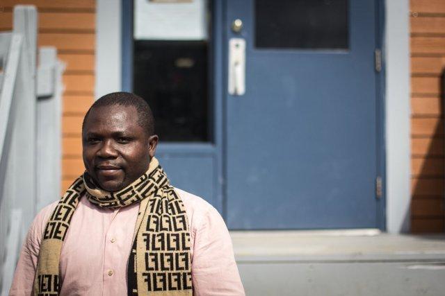 Le directeur de l'école de Wemotaci est camerounais, on trouve aussi des professeurs du Togo, de Pologne ou de Tunisie dans le village.