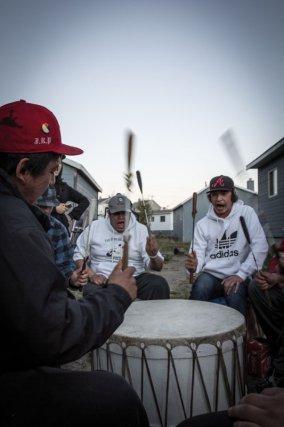 Les chants traditionnels amérindiens sont très populaires au sein de la nouvelle génération de la communauté. Plusieurs concours nord-américains ont été remportés dernièrement par leur groupe.