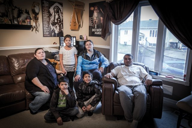La famille de Paul Fontaine, animateur culturel et professeur de Pow Wow à Wemotaci.