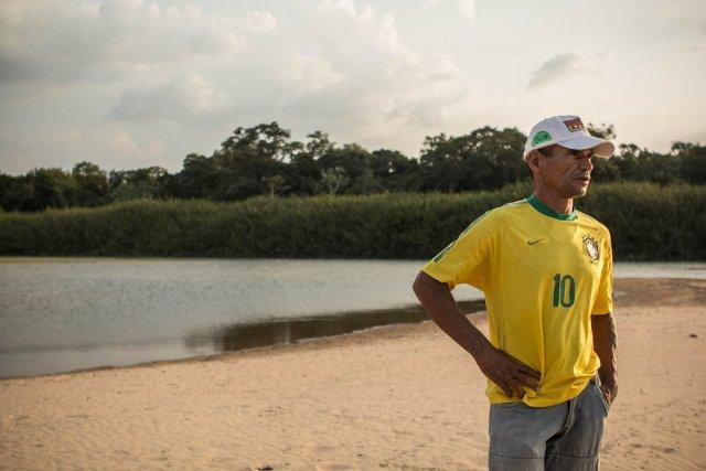 Don Elio voit disparaître son lieu de vie, sur le site du barrage de Belo Monte. (Nov. 2012)