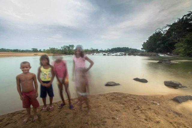 Mïratu est un village jurunas  au bord du Xingu, dans la région du Volta Grande, qui verra son débit se tarrir avec le barrage. (Nov. 2012)
