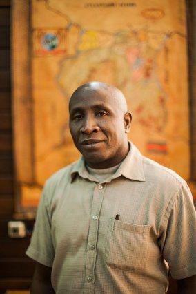 Hugo Jabini, représentant parlementaire Saamaka du secteur de Sipaliwini.