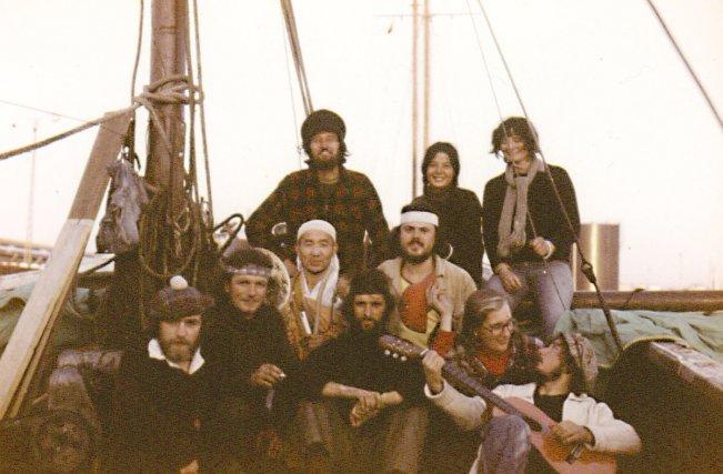 L'équipage du GH, au départ d'Europe: (de g.à d.) Roy, Maggie, Jude, Kris, Barry, Morishita, Ian, Hans, Elise, Peter