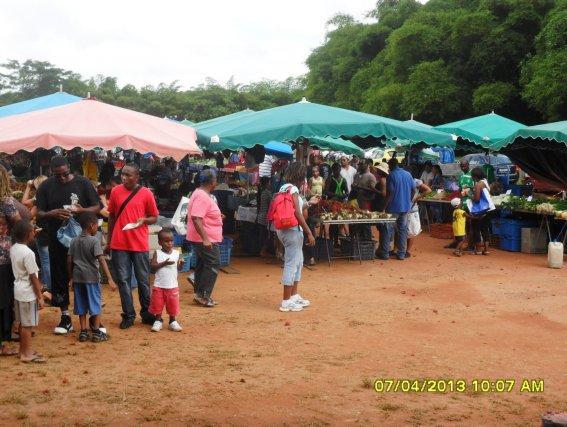 La traditionnelle visite dominicale du marché de Cacao