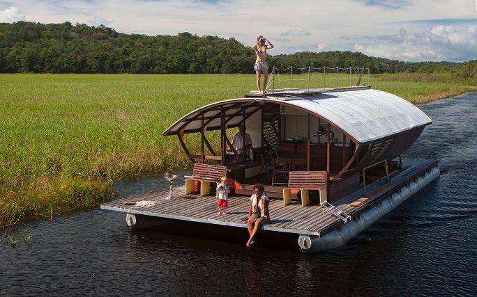 Les écolodges flottants «Ibis» et «Caïman» sont situés sur la rivière de Kaw. Guyane