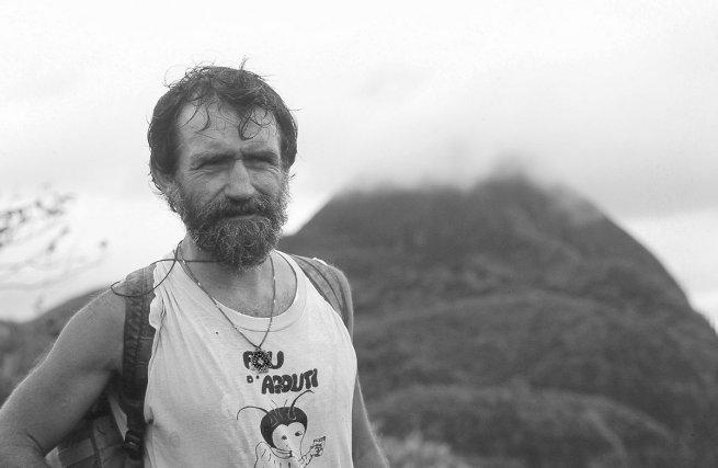 Kris Wood devant Mont Roosevelt. (Suriname)