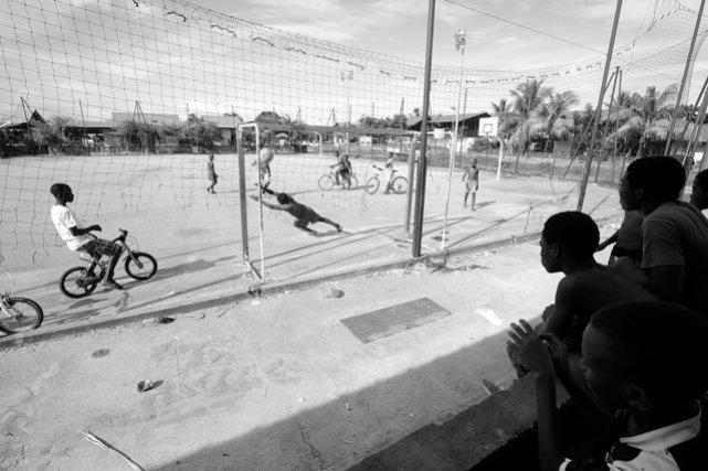 Match de foot du dimanche au village. Juin 2013