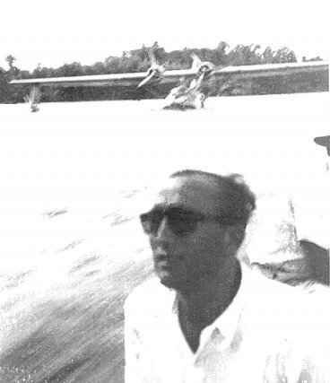 1948 Émile Blanc contrôle l'hydrosurface de St Georges. Premier vol Cayenne-Saint-Georges en amphibie CATALINA,