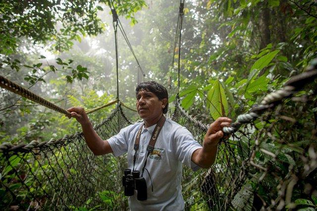 Gabriel est guide sur le parcours de canopée.