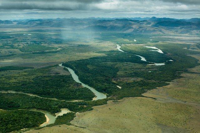 Le fleuve Essequibo dans les savanes du Rupununi