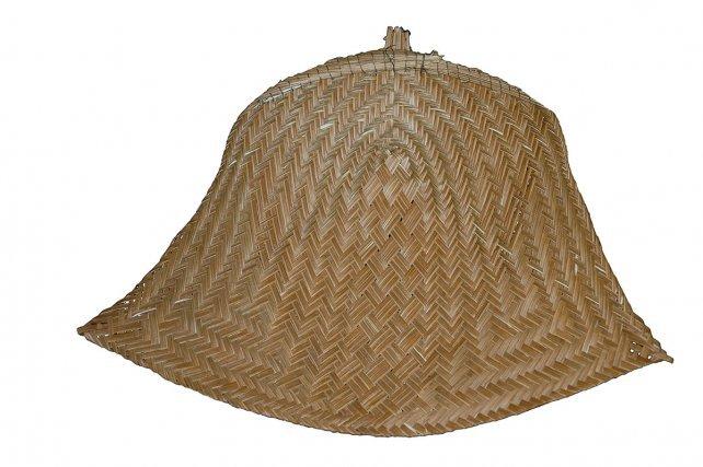 Les éventails à feux, indispensables pour cuire les galettes de manioc, sont tressés avec différentes espèces de palmiers.
