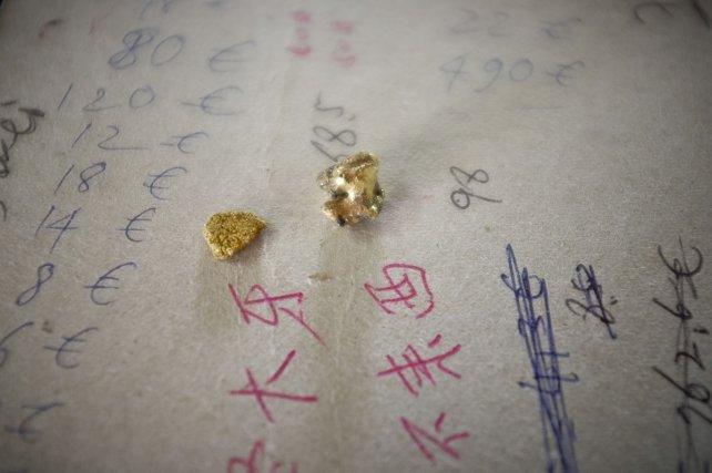 Avec quelques grammes d'or en poche, tout s'achète à New Albina.