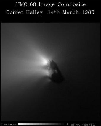 La comète de Halley par Giotto le 14 mars 1986. Il s'agit de la première photo du cœur d'une comète réalisée par une sonde.