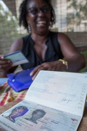 Pour Rose Sampson, il est important de garder la mémoire de Guisambourg, et aussi sur les papiers d'identité! Décembre 2014.