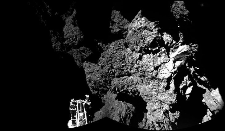 Première photo panoramique de la surface de la comète Churi par Philae