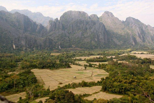 Sur la route de Luang Prabang les rizières s'étalent à perte de vue