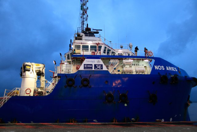 4 mars 2015, le Nos Aries au port de Dégrad des Cannes, transfert de IXV vers l'Italie