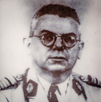Portrait du Dr Floch (1908-1996) médecin militaire, vers 1950.