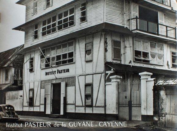 De 1940 à 1957, l'Institut Pasteur de la Guyane a ses locaux dans une maison créole de la rue Schœlcher.