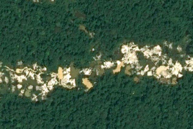 Zoom sur une zone de barranque d'exploitation aurifère
