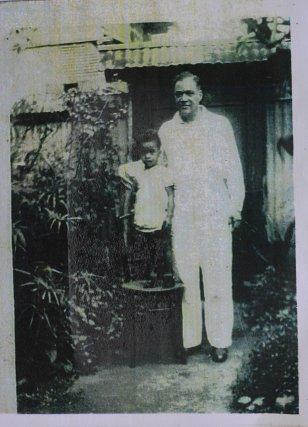 Julien Sainte-Claire, et son petit fils Roland Daudé à Cayenne vers 1950.  Archive R. Daudé