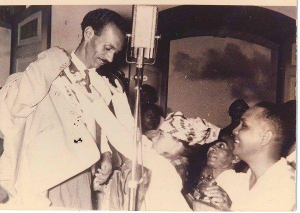 Justin Catayée lors de sa victoire aux élections législatives le 30 novembre 1958.