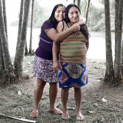 « … Si nous étions parti.e.s vivre à Cayenne j'aurais sans doute tout oublié de ma culture… » Michelle Jean-Baptiste (53) et sa fille Tania Pinto Tavarez (21) - Wayãpi - Camopi -