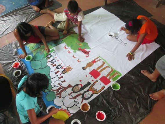 Réalisation des fresques par les enfants de Tahluwen et Camopi.