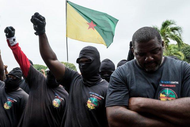 Les 500 frères appellent la population à se rassembler afin de forcer le préfet à recevoir une délégation de grévistes. Le refus de celui-ci provoque des débordements.