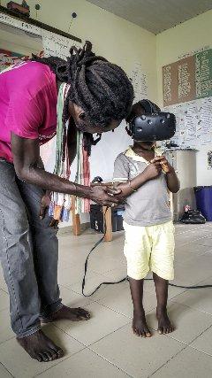 A Papaïchton les plus jeunes découvrent l'espace en réalité virtuelle