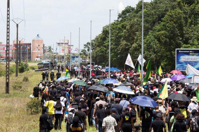 Marche vers le Centre spatial guyanais, le 4 avril 2017.