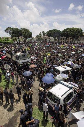 ▲Rassemblement historique devant la préfecture de Guyane, le 28 mars 2017