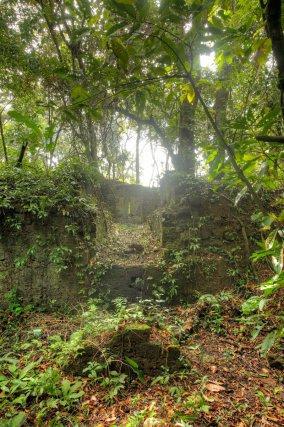 Vue du Fort Trio depuis les vestiges du pont-levis. Le fort actuel fut construit en 1841.