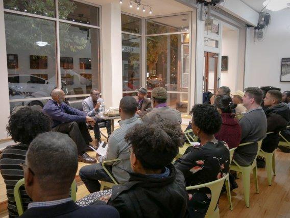 Donald Earl Collins, Mirtho Linget, Ethelbert Miller. Conférence pendant la FotoweekDC. Hall du Centre d'Art d'Anacostia.  Novembre 2017.