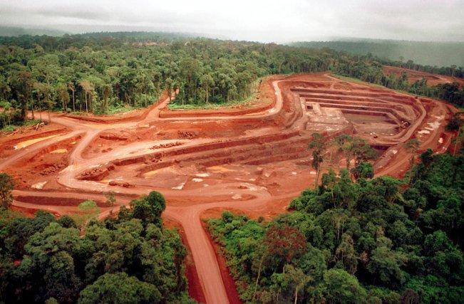 Mine d'or à Igarapé Bahia exploitée par l'entreprise CVRD (Companhia Vale do Rio Doce em Carajás) dans le sud du Pará1998, ©Foto: Paulo Santos/Interfoto. 1998 Negativo Cor 135 Nº 6223 T4 F17
