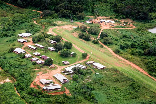 Le camp actuel de la compagnie Montagne d'or à Citron.