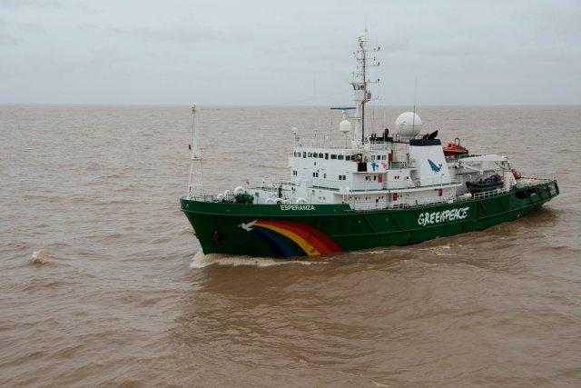 Le navire de Greenpeace se trouve dans l'embouchure de l'Amazone pour étudier la barrière de corail de l'Amazone, un biome très peu connu et découvert récemment, qui sera bientôt menacé par l'exploitation pétrolière. Amapá, 27 janvier 2017.