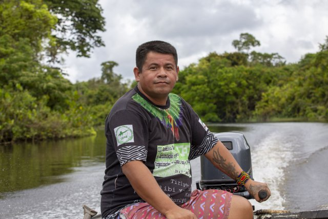 Yermollay Caripoune, notre guide Karipuna et coordinateur en chef de l'association des Amérindiens Karipuna (AIKA Associação do povo indígena Karipuna)