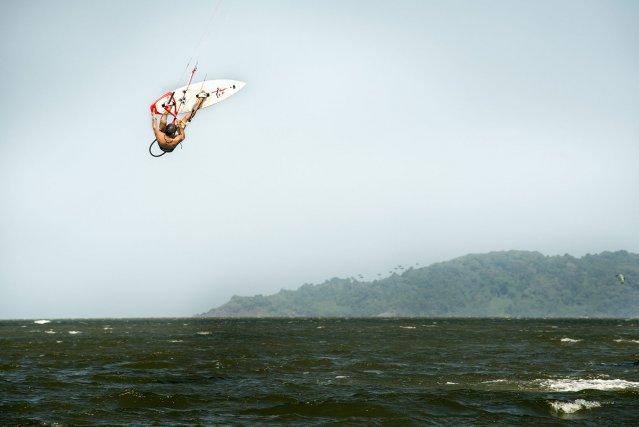 La plage de Montjoly à marée basse est idéale pour kiter en sécurité.